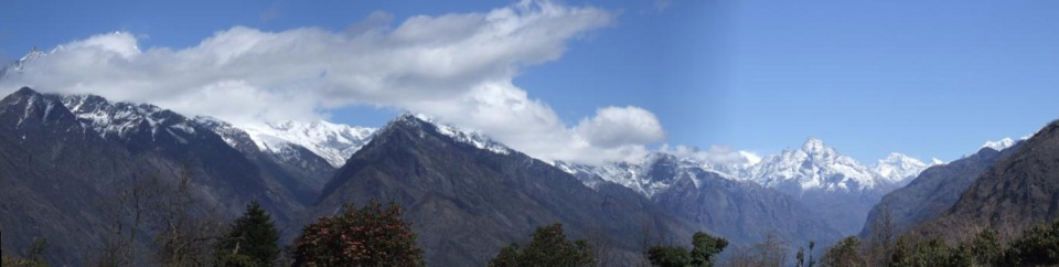 A view north up the Khumbu valley