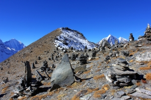 Cairns decorating the col just below the summit of Chukkung Ri,