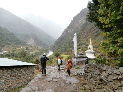 Heading north from Lukla to Phakding